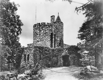 Gimghoul Castle. Photograph by the Wootten-Moulton Studio. North Carolina Collection, University of North Carolina at Chapel Hill Library.