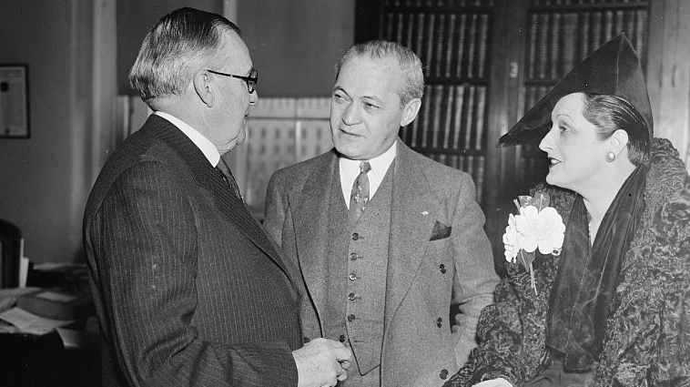 John Hosea Kerr (left) with Rep. Samuel Dickstein and actress Fern Andra of Chicago in a 1937 photograph. Image from the Library of Congress.